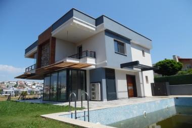 Güzelbahçe Kahramandere'de 3+2 Müstakil Havuzlu Satılık Villa