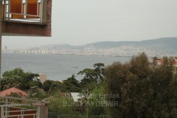 Mithatpaşa Mah. Karantina'da 3 Odalı Tadilatlı 115 M2 Deniz Manzaralı Daire