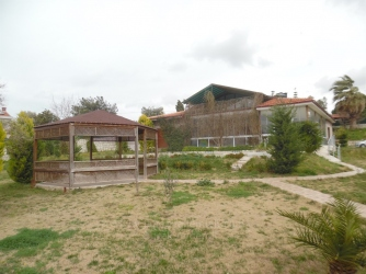 Urla Kekliktepe'de 3.000 M2 Arsa İçinde Sıfır Müstakil 380 M2 Havuzlu Villa
