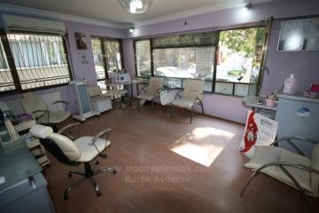 Mithatpaşa Cad. Karataş'da 2 Odalı Ara Kat İşyerine Uygun Kiralık Daire