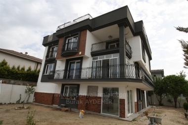 Güzelbahçe Kahramandere'de 8 Odalı Net 560 M2 Müstakil Özel Satılık Malikane
