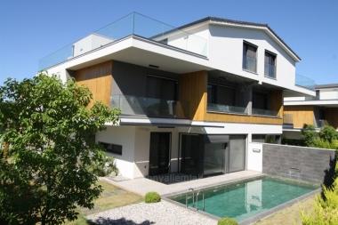 Güzelbahçe Kahramandere'de  458 M2 Havuzlu Site İçinde Satılık Villa