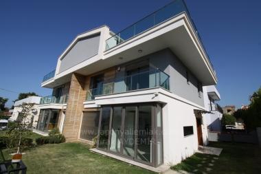 Güzelbahçe Kahramandere'de 200 M2 Net 4 Odalı Satılık İkiz Villa