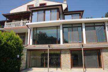 Urla Zeytianalanında 806 M2 Arsa İçinde 300 M2 Oturuma Sahip Satılık Villa