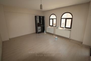 Yeni Girne Cadde Paraleli 3 Odalı 110 M2 Çift Cepheli Kiralık Konut