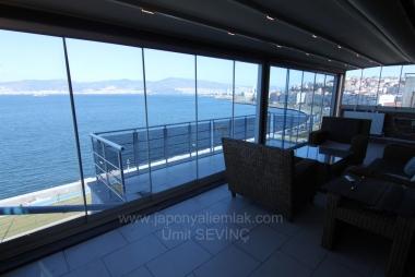 İzmir Asansör Yakını Tadilatlı Satılık 5+1 Yalı Dairesi Çatı Katı 225 m2