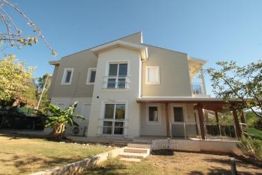Güzelbahçe Kahramandere'de Doğalgazlı 210 M2 Site İçi  5+1 Satılık Villa