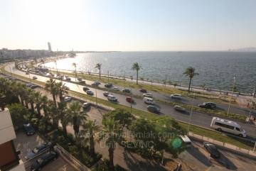 İzmir Güzelyalıda Kiralık Panaromik Manzaralı Çatı Katı Yalı Dairesi