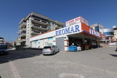 İzmir Mendereste Otoparklı Asansörlü 3+1 Cadde Üzeri Satılık Daire