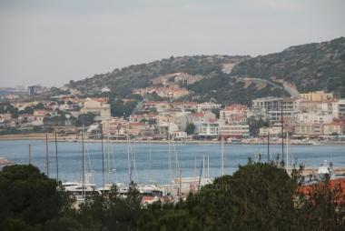 İzmir Çeşme Marina'da Çok Özel Asansörlü Satılık 7 Odalı Villa