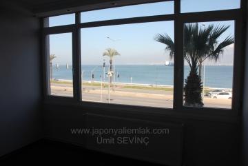 İzmir Asansör Yakını Tadilatlı Kiralık 3+1 Yalı Dairesi 2. Kat 120 m2