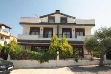Güzelbahçe Kahramandere'de Site İçinde 4+1 Kiralık Havuzlu Triblex Villa