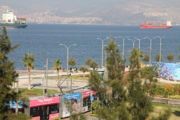 İzmir Küçükyalı Karantina Meydanında Köşe 190 m2 Satılık 4+1 Yalı Dairesi