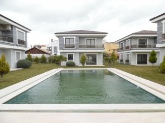 Urla Çeşmealtında Sıfır 165 M2 Satılık 6 Adet Havuzlu Villa