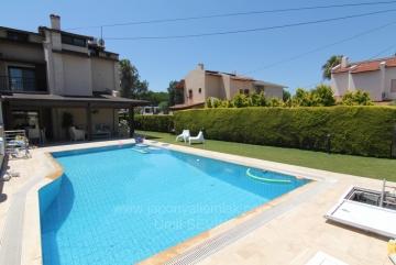 İzmir Çeşme Ilıcada Satılık Villa 475 m2 arsa İçinde Müstakil Havuzlu Denize Çok Yakın