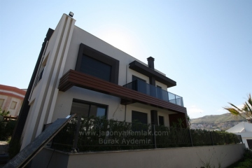 Güzelbahçe Kahramandere'de 847 M2 Arsa İçinde 250 M2 Oturuma Sahip Satılık Villa