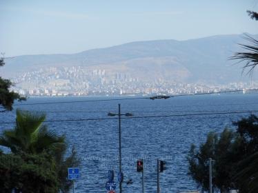 Otoparklı Sadıkbey'de Köşe Konumlu 185 M2 Yalı Dairesi 2. Kat