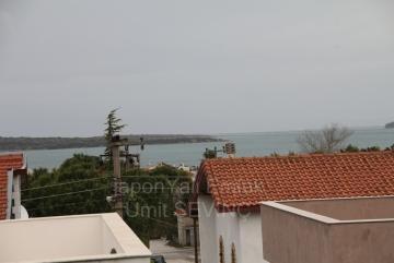 İzmir Urla Çeşmealtında Satılık Deniz Çok Yakın Merkezi Yerde Teraslı Villa