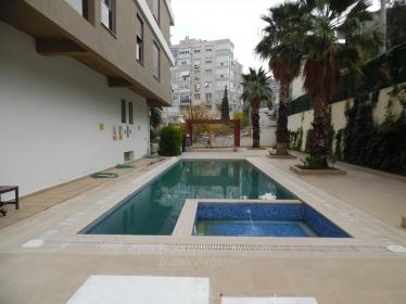 Balçova Çetin Emeç Mah.Site İçi 4 Odalı 190 M2 Havuzlu Otoparklı Konut