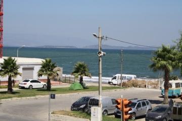 İzmir Mithatpaşa Cad. Güzelbahçe'de Satılık 3 Odalı 140 M2 Yol Yalısı Otoparklı Çift Cepheli