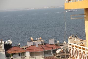 Necip Mirkelam Sokakta Deniz Manzaralı Çift Cephe Satılık 2+1 Daire