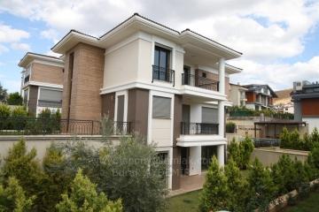 Güzelbahçe Mustafa Kemal Paşa Mah. 275 M2 Kullanım Alanlı 4+2 Havuzlu Kiralık Sıfır Villa